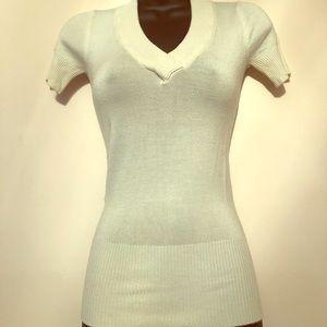 ⭐️⭐️5 for $7⭐️⭐️ Cream v-neck shirt